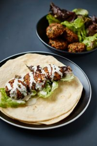 Quinoa Feta Spinat Bratlinge | Vegetarische Burger Patties | Rezept auf carointhekitchen.com | #Quinoa #Patties #Vegetarisch #Panko