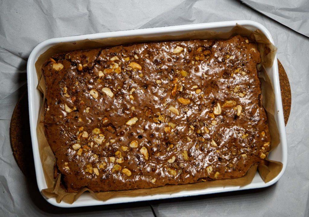 Brownies mit karamellisierten Nüssen - Caramel Nuts - Rezept auf carointhekitchen.com