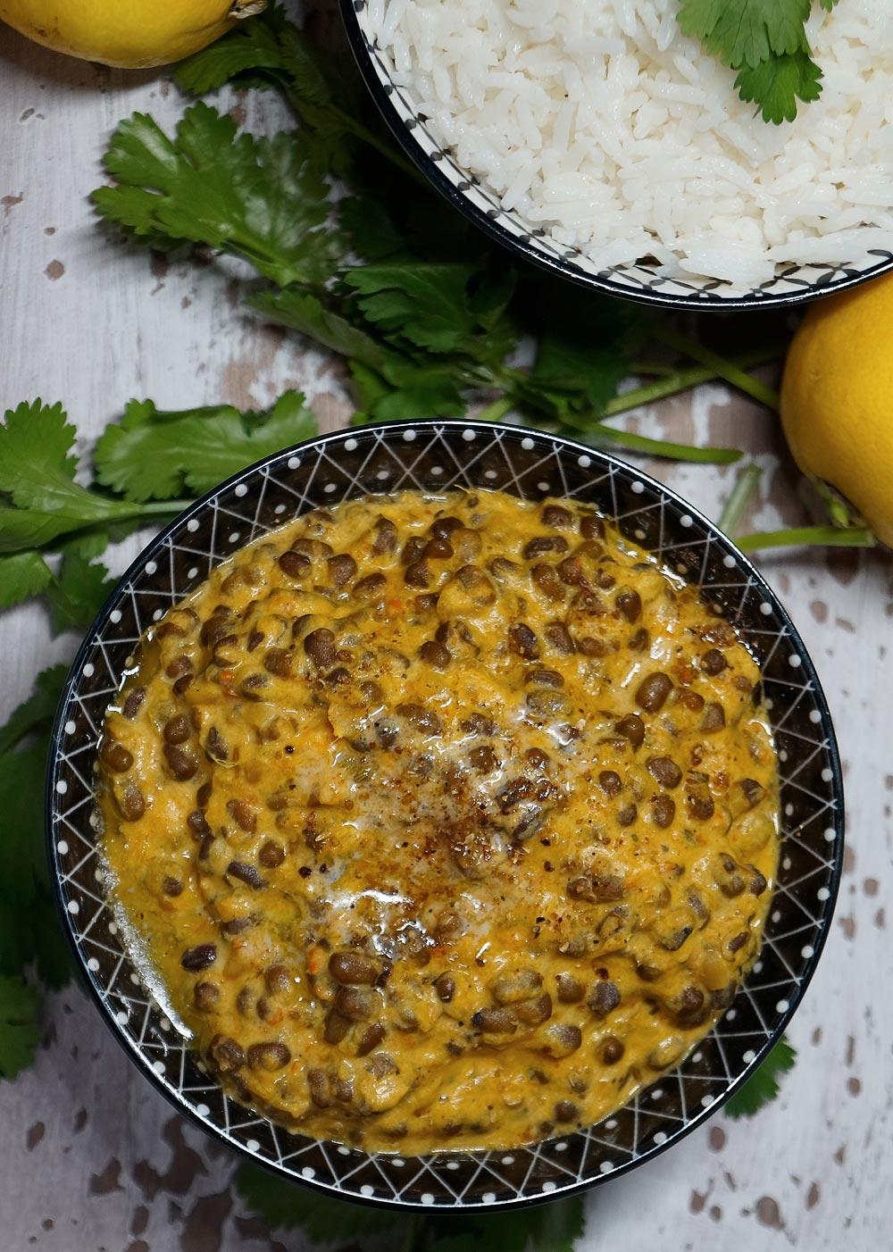 Dal Bukhara - Creamy Black Lentil Curry - Cremiges Urdbohnen Curry - Rezept auf carointhekitchen.com