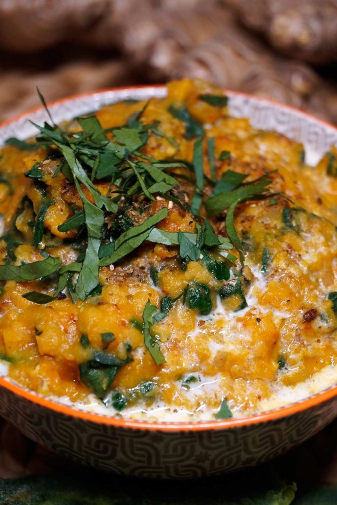 Rote Linsen Spinat Dal - Masoor Palak Dal - Red Lentil Spinach Dal - Rezept auf carointhekitchen.com