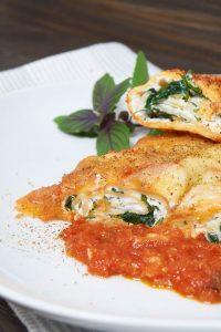Ricotta Spinat Pasta Rollen - Ricotta Spinach Pasta Rolls - Rezept auf carointhekitchen.com