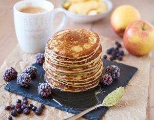 Bananen Matcha Pancakes | Rezept auf carointhekitchen.com | #pancakes #pfannkuchen #banana #Rezept #recipe