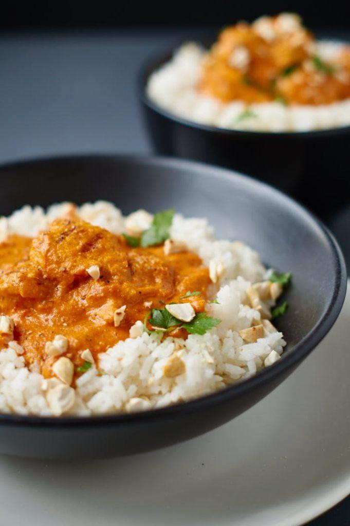 Chicken Tikka Masala | Curry mit gegrilltem mariniertem Hühnchen | Rezept auf carointhekitchen.com | #chicken #yoghurt #curry