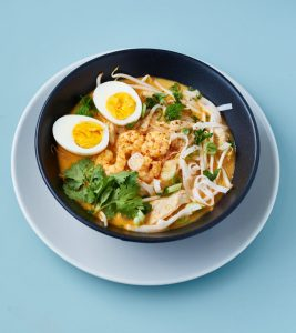 Laksa | Curry Nudelsuppe aus Singapur | Singaporean Curry Noodle Soup | Rezept auf carointhekitchen.com | #recipe #curry #soup