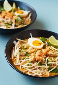 Laksa | Curry Nudelsuppe aus Singapur | Singaporean Curry Noodle Soup | Rezept auf carointhekitchen.com | #recipe #curry #soup