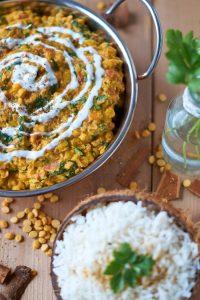 Palak Chana Dal   indisches Kichererbsen Spinat Linsengericht   Indian Chickpea Spinach Curry   Rezept auf carointhekitchen.com   #palak #chana #dal #kichererbsen #spinat #curry #chickpea #spinach #recipe #rezept