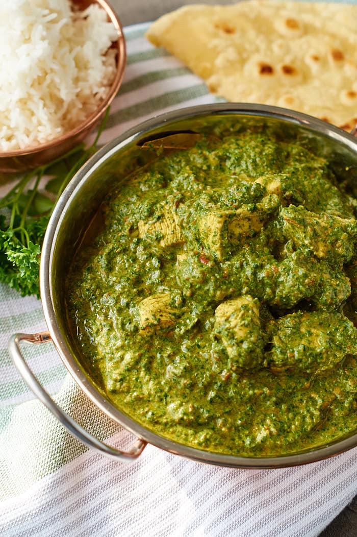 Palak Chicken | Indisches Curry mit Spinat und Hühnchen | Indian Curry with Spinach and Chicken | Rezept auf carointhekitchen.com | #curry #indisch #rezept #indian #recipe