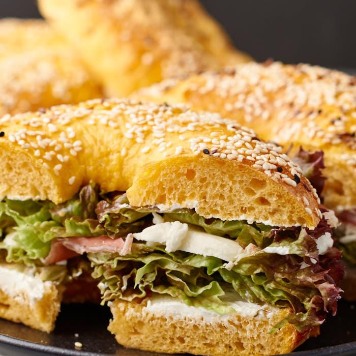 Süßkartoffel Bagel mit Dinkelmehl | Sweet Potato Spelt Flour Bagel | Rezept auf carointhekitchen.com | #Bagel #Snack #breakfast #recipe #Frühstück