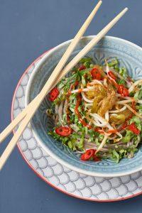 Marinierte Soba-Nudeln mit Pak Choi und Mungbohnen Sprossen   Marinated Soba Noodles with Pak Choi and Mung Bean Sprouts   Rezept auf carointhekitchen.com   #noodles #nudeln #soba #recipe