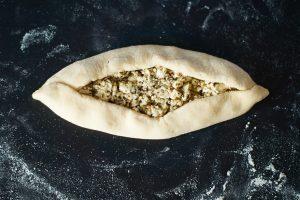 Mini Pide mit Za'atar Käse Füllung | Turkish Pide with Za'atar Cheese Filling | Rezept auf carointhekitchen.com | #Vegetarisch #vegetarian #recipe #pizza