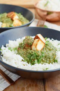 Palak Paneer   indisches Curry mit Spinat und Paneer (indischer Frischkäse)   Indian Curry with Spinach and Paneer   Rezept auf carointhekitchen.com