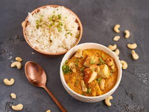 Paneer Korma - indisches Curry mit Paneer und Cashews | Indian Curry with Paneer and Cashews | Rezept auf carointhekitchen.com