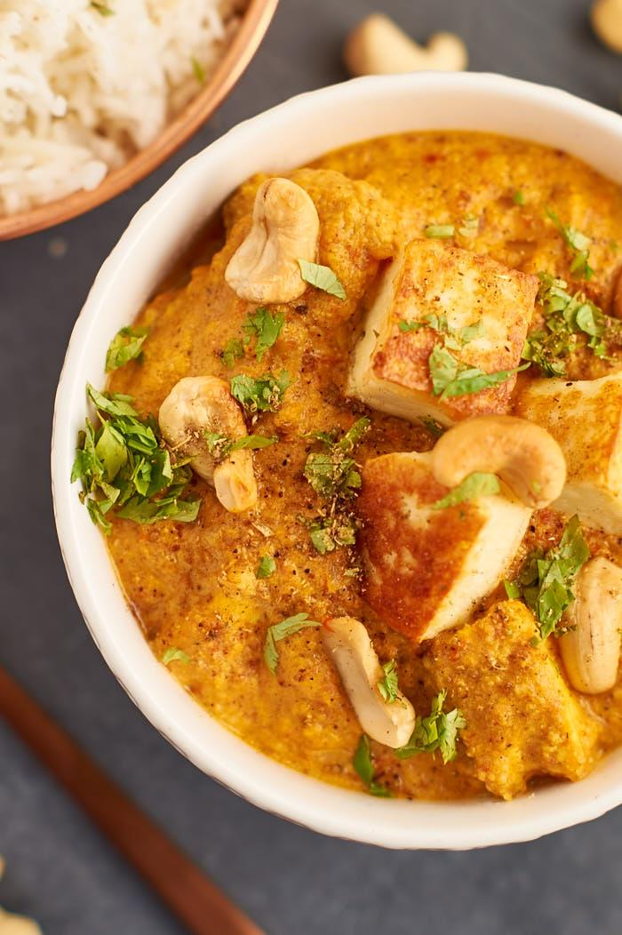 Paneer Korma - indisches Curry mit Paneer und Cashews   Indian Curry with Paneer and Cashews   Rezept auf carointhekitchen.com