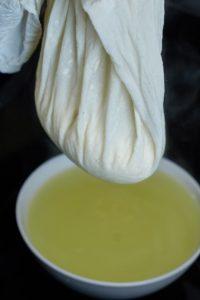 Grundrezept Paneer (indischer Frischkäse)   Paneer (indian fresh cheese) Basic Recipe   Rezept auf carointhekiitchen.com   #Cheese #Käse #Herstellung #Grundrezept #Basics #Panir