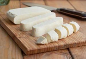 Grundrezept Paneer (indischer Frischkäse) | Paneer (indian fresh cheese) Basic Recipe | Rezept auf carointhekiitchen.com | #Cheese #Käse #Herstellung #Grundrezept #Basics #Panir