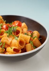 Pasta mit Kirschtomaten und Feta   Pasta with Cherry Tomatoes and Feta Cheese   Rezept auf carointhekitchen.com   #Nudeln #Noodles #fast #easy