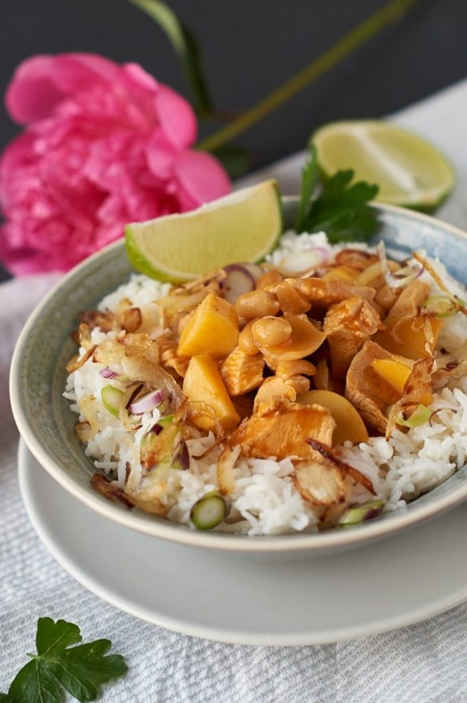 Thailändisches Massaman Curry mit Hühnchen, Kartoffeln und Erdnüssen | Massaman Thai Curry with Chicken, Potatoes and Peanuts | carointhekitchen.com | #recipe #curry #thai #food #easy #exotic