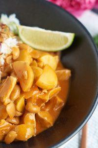 Thailändisches Massaman Curry mit Hühnchen, Kartoffeln und Erdnüssen | Massaman Thai Curry with Chicken, Potatoes and Peanuts | carointhekitchen.com | #recipe #curry #thai #food #easy #exotic