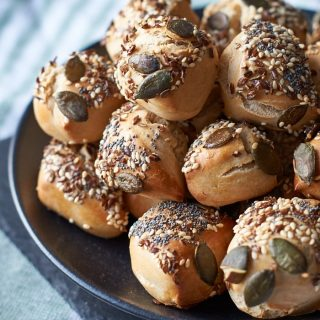Mini Körner-Brötchen mit Roggen- und Dinkelmehl