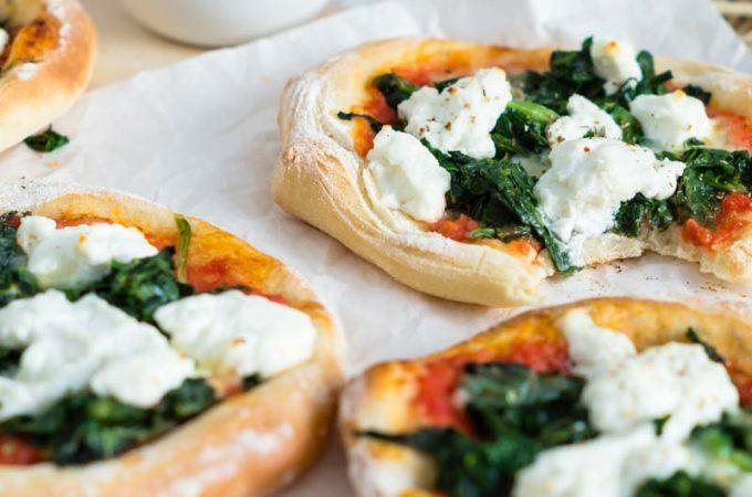 Spinat Ricotta Pizza im Miniformat