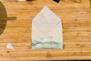 Feta Spinat Filoteig Rollen   schnell & einfach   Rezept auf carointhekitchen.com < #recipe #filo #pastry #crossover #snack #dinner #party #vegetarisch #spinat #feta #weichkäse