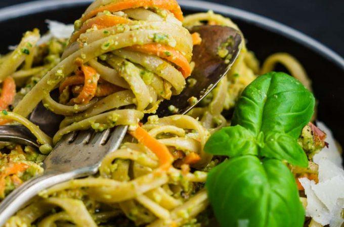 Pasta mit Möhren in Mandel-Pesto-Sauce